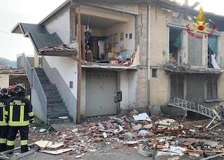 Esplosione a Torre de' Roveri: casa distrutta, in salvo proprietario e il suo cane