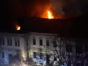 L'incendio (Foto via Facebook del Comitato di quartiere Insubria–Molise–Varsavia)
