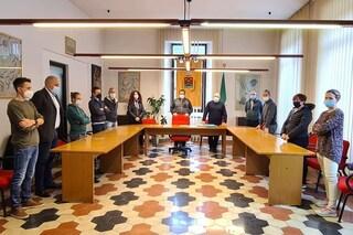 A Lenna Consiglio comunale in piedi in solidarietà di Ursula von der Leyen, umiliata da Erdogan