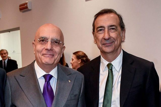 L'ex sindaco di Milano Gabriele Albertini (a sinistra) potrebbe sfidare l'attuale primo cittadino, Giuseppe Sala (Foto LaPresse)