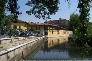 Cede balaustra dello storico ponte pedonale sulla Martesana: morto un uomo di 40 anni a Milano