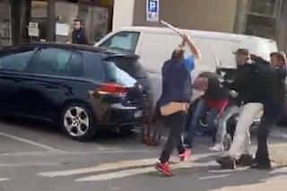 Muggiò, rissa con bastoni e catene in pieno centro: arrestate quattro persone