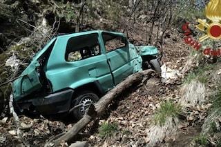 Auto esce di strada e precipita in un dirupo in Val Cavargna: morto sul colpo il conducente