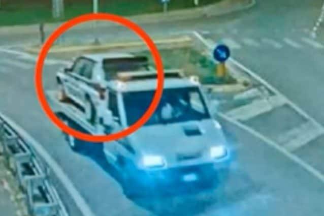 Un'immagine che mostra un'auto appena rubata (Fonte: carabinieri di Cremona)