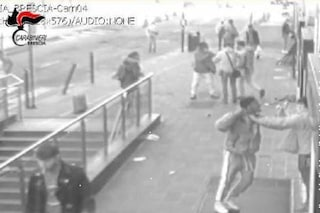 Brescia, prendono a pugni e schiaffi due controllori della metro: arrestati