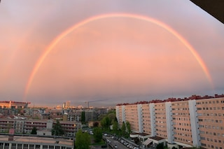 Lo spettacolare arcobaleno nei cieli di Milano