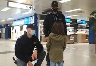 """Bambina scappa di casa e va in aeroporto: """"Volevo andare in Venezuela per vedere dove sono nata"""""""