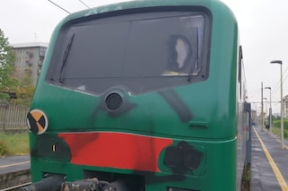 Milano, treno imbrattato e macchinista aggredito da manifestanti in supporto al movimento No Tav