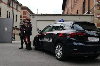 Milano, 15enne si lancia dalla finestra della scuola: si cercano indizi nei messaggi sul cellulare