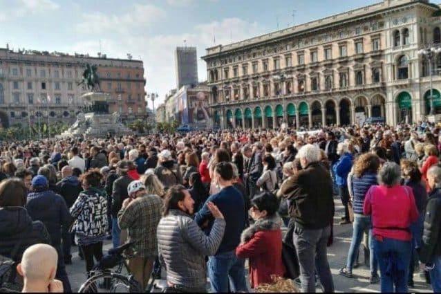 La manifestazione di ieri in Piazza Duomo a Milano (Fonte: Facebook)