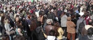 A Milano i no-vax in piazza Duomo: assembramento e tutti senza mascherina