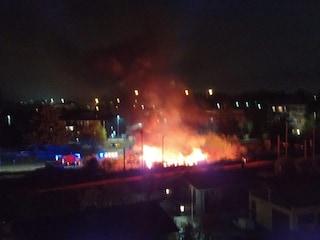 Melegnano, esplosione vicino alla ferrovia: fortissimo boato e fiamme alte diversi metri