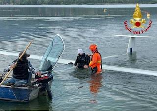 Lago di Varese, pilota sbaglia l'atterraggio e finisce con l'aliante in acqua: salvato