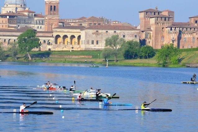 La nazionale di canoa velocità a Mantova (Fonte: FederCanoa)