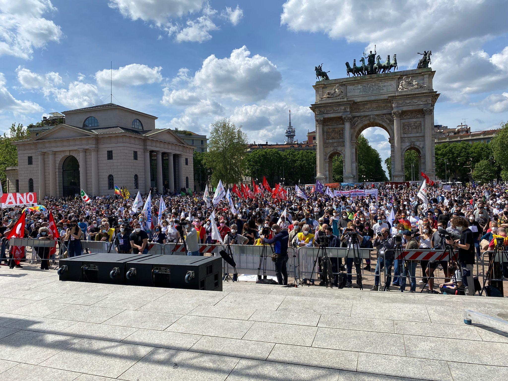 Migliaia di partecipanti alla manifestazione (Fonte: Fanpage.it)