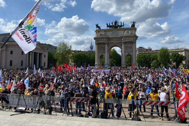 Il presidio all'Arco della Pace (Fonte: Fanpage.it)