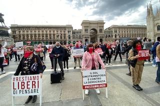 """Milano, in piazza Duomo manifestazione contro il ddl Zan: """"È contro la democrazia"""""""