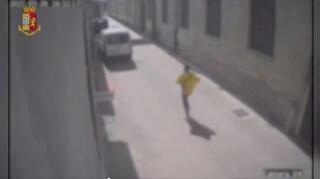 Scappa dai rapinatori che lo inseguono dicendo che è un ladro: arrestati