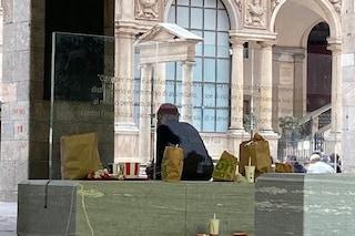 """Cartacce e spazzatura alla Loggia dei Mercanti a Milano, Anpi: """"Degrado in un luogo simbolo"""""""