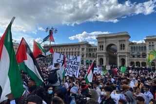 A Milano un migliaio di persone in piazza Duomo per la manifestazione pro Palestina