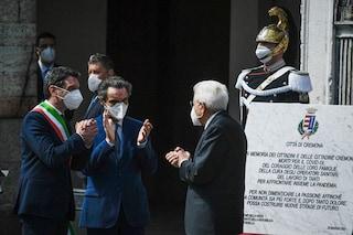 Mattarella a Cremona: il Capo dello Stato scopre la lapide dedicata alle vittime del Covid