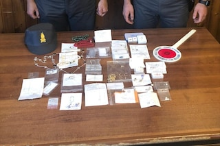 Aveva nascosto in macchina gioielli e diamanti per un valore di 45mila euro: confiscati