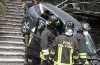 Paderno Dugnano, auto travolge una famiglia al parco: bimbo di tre anni in codice rosso