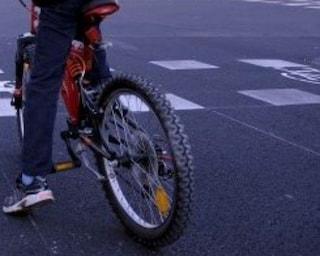 """Brianza, 12enne segue il navigatore e finisce in superstrada con la bici: """"Andavo da un amico"""""""