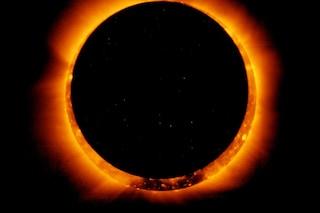 L'eclissi parziale di sole visibile anche a Milano: ecco a che ora osservare il fenomeno