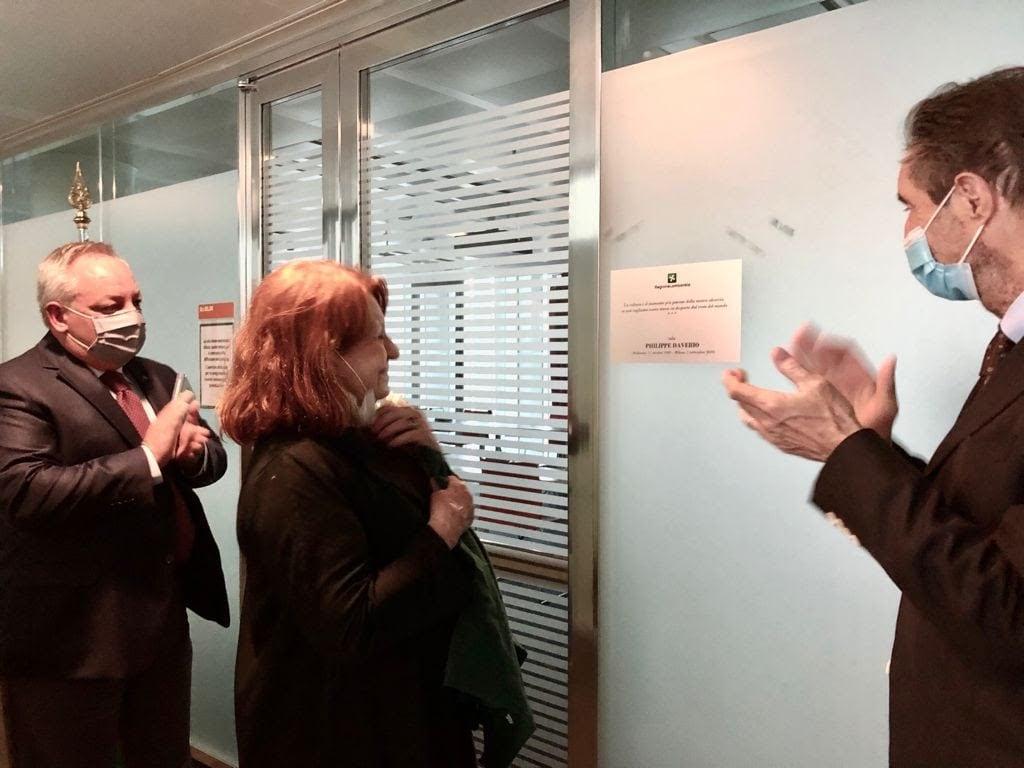 Da sinistra l'assessore Stefano Bruno Galli, la moglie di Daverio, Elena Gregori e il presidente della Regione Attilio Fontana