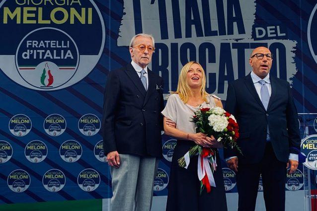 Elezioni comunali Milano, piazza Duomo piena per Giorgia Meloni e Luca Bernardo
