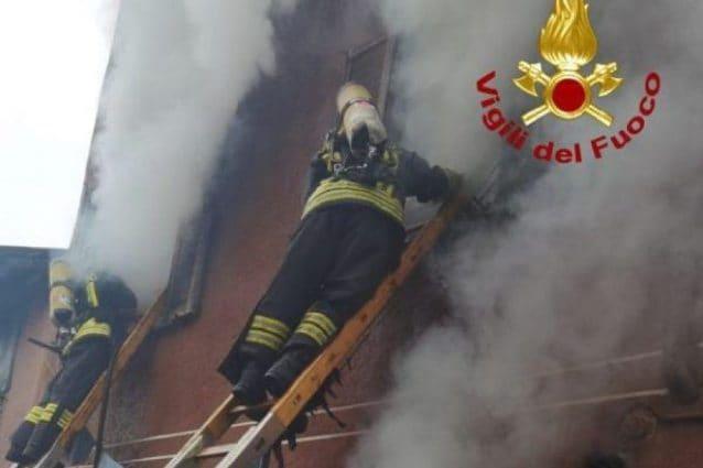 Incendio a Nova Milanese: un uomo morto in casa tra le fiamme