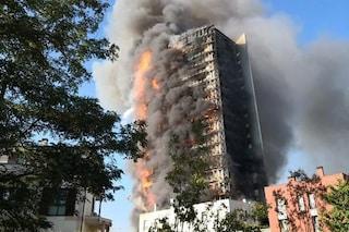 """Incendio Milano, ipotesi sulle cause: """"Rifiuti al 15esimo piano andati a fuoco con l'effetto lente"""""""
