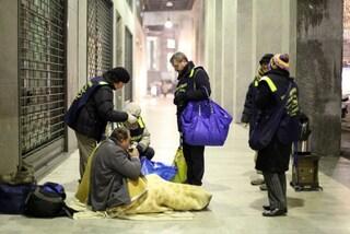 Milano, sabato 18 gennaio la raccolta di vestiti per i senzatetto: 11 i punti per donare i vestiti