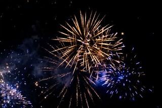Trezzo sull'Adda, festa di compleanno con fuochi d'artificio al cimitero: tutti multati