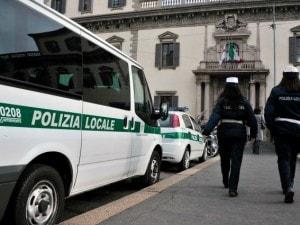 Soldi E Cene Per Cancellare Le Multe Arrestati Tre Vigili Urbani Di Milano