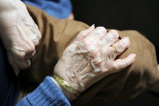 Si sveglia nel letto in fiamme: nonna salvata dal nipote a Pian Camuno