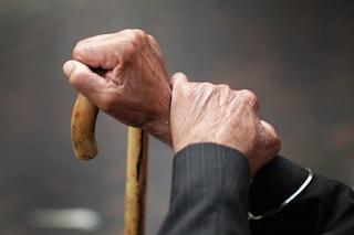 Gargnano, anziano muore in casa: lo trovano dopo giorni