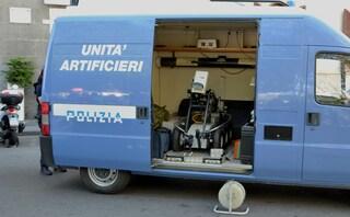 Milano, allarme bomba in corso Lodi: strada chiusa e artificieri a lavoro