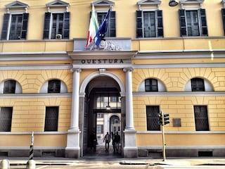 Milano, denunciato per droga si spoglia in Questura e aggredisce un agente: arrestato 24enne