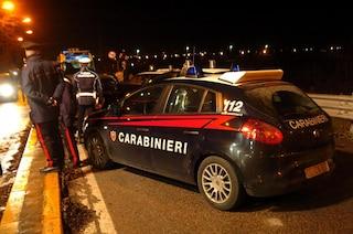 Rozzano, sparano e speronano l'auto dei carabinieri: due arresti, in fuga un terzo uomo
