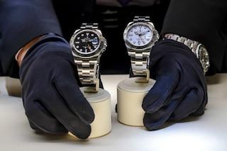 Milano, gli rubano tre orologi da 56mila euro e gli lasciano da pagare anche il conto al ristorante