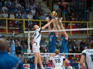 Una partita di volley agli ultimi Europei (Archivio LaPresse)