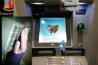 """Milano, in stazione Centrale la biglietteria """"modificata"""" per clonare carte di credito e bancomat"""