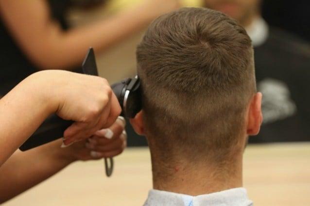 Fermato con i capelli in ordine: multato perchè era stato dal barbiere