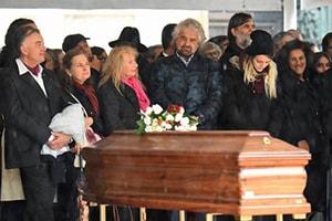 Beppe Grillo al funerale di Fo