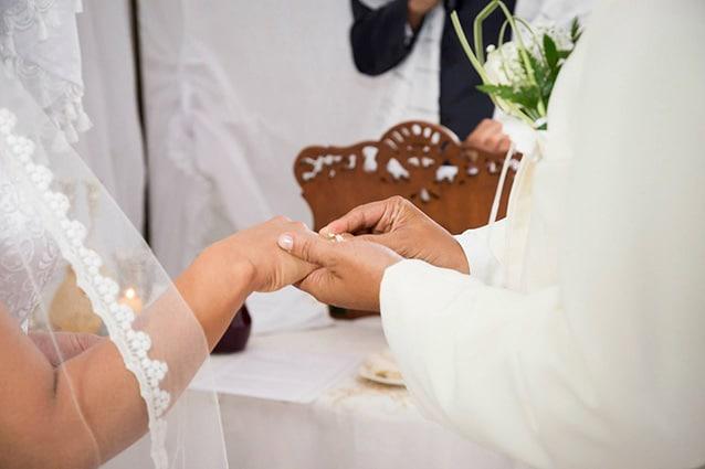 Como Silvia Alessandro sposi convolano nozze clochard conosciutisi panchina