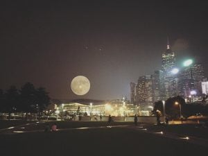 La superluna a Hong Kong (Twitter)
