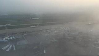 Milano, nebbia all'aeroporto di Orio al Serio: voli dirottati e annullati