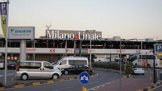 Milano, inseguimento all'aeroporto di Linate: poliziotto e malvivente in fuga cadono nel vuoto